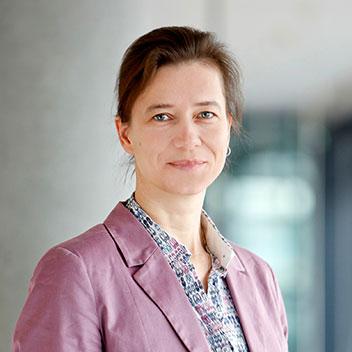 Prof. Dr. Angela Roth